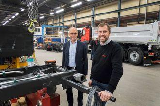 ØKER: Daglig leder Lars Erfäldt (t.v) og Roberth Löfstedt har grunn til å smile. I år vil de omsette for nesten 150 millioner kroner.