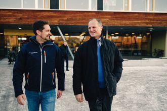 VELDIG SPENNENDE: Samferdselsminister Ketil Solvik-Olsen mener teknologien Kolonial.no-sjef, Karl Munthe Kaas, viste var spennende.
