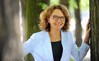 Tone Wille har nettopp tatt over som ny ny konsernsjef i Posten Norge. Hun og Posten går nå foran med satsing på store elektriske varebiler.