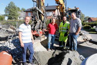 LAGARBEID: For å få alt til å fungere, kreves det innsats fra flere. Fra venstre: Håkan Nyhaugen (Liebherr Norge), Finn Thrane Johansen (Rototilt AS), Bård Boasson Madsen (Nordby Maskin AS) og Petter Skaare (Leica).