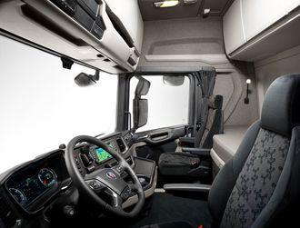 Bedre plass, bedre sikt og økt sikkerhet preger interiøret i det nye førerhusprogrammet.