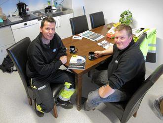 GIKK SAMMEN: Kurt Blomseth (t.v.) eide tidligere Brønnøy Entreprenør AS. Nå er både han og selskapet en del av Bendiksen Entreprenør. Både han selv og Vidar Bendiksen er godt fornøyd med det.