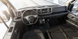 Glimt fra interiøret som er identisk med Volkswagen Crafter med unntak av MAN-logoen i rattet.