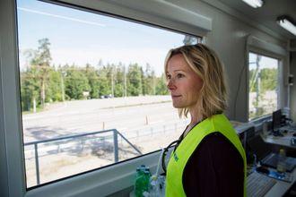 Prosjektleder Pia Nilsson i Siemens Sverige er fornøyd med at Siemens teknologi for skinnegående transport også kan brukes til veitransport.