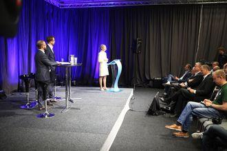 Etter åpningen var det klart for politisk debatt. Statsråd Ketil Solvik-Olsen noterer mens han lytter til innlegg fra APs Karianne Tung. Til venstre Heikki Holmås (SV) og Nikolai Astrup (H).
