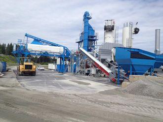 Asfaltfabrikken av merke Benninghoven er påmontert hjul og klar til relativ rask forflytting ved behov.