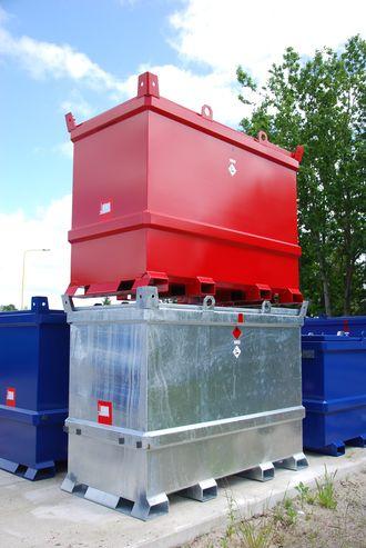 XL-Tank-ene kan både flyttes med gaffeltruck og med heiseanordninger.