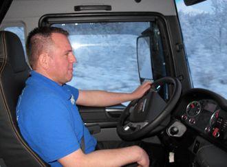 DYKTIG:Tyske Bodo Falkenstern er en sympatisk og dyktig sjåfør som behersker krevende nordnorske veier på en sikker og overbevisende måte.