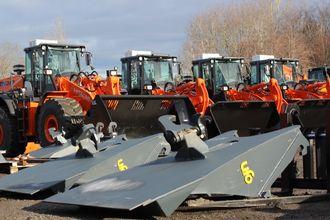 Disse hjullasterne og utstyret som ligger i forgrunnen leveres av Nasta AS til Lindum AS.