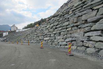 STRIDENS KJERNE: Totalt er det snakk om rundt 15.000 m2 med steinmurer på prosjektet.