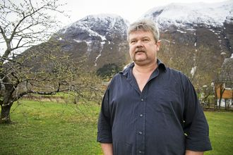 Daglig leder Olav Lægreid i Spilde Entreprenør jubler over nye kontrakt med Jernbaneverket.
