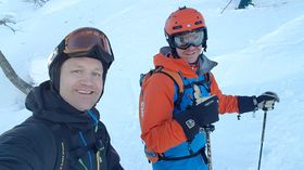 Tom Christian Wergeland og Øystein Veum er på ski. Begge smiler nøgde til kamera.