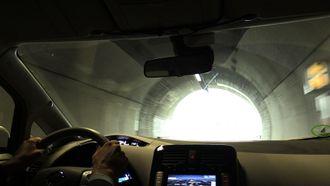 Med sola imot på vei ut av en tunnel, mister man i realiteten synet en liten stund.