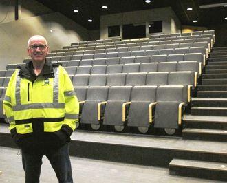 Det nye service- og kunnskapssenteret for transport og anlegg har også tilgang til auditoriet (Teskjekjerringteateret) i det gamle Prøysenhuset. – Det skal vi nok fylle ved visse anledninger, sier Guttorm Tysnes.