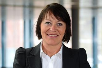 Direktør Veg- og transportavdelingen Jane Bordal sier at man nå begynner arbeidet med ny betalingsløsning på nytt.
