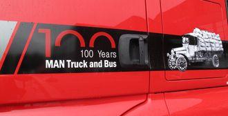 Jubileumslogoen som forteller at MAN har produsert lastebiler (og busser) i 100 år.