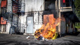 Brannøvelse med avfallssekk.