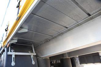 Selvbærende aluminiumsgulv og rammevange i aluminium.