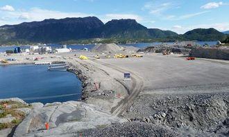 Bilde av Hestvikholman industriområde tatt fra toppen av salven som settes av i dag.