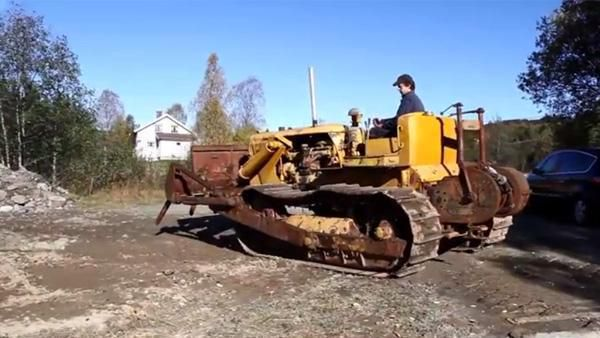 Se video av Cat D7 bygget i 1944