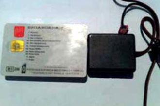 Utstyr for å manipulere data fra fartsskriveren selges på internett.