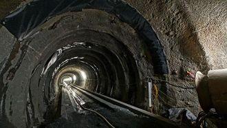 Verdens lengste jernbanetunnel skal stå ferdig i 2025 og åpnes for trafikk året etter. Men allerede nå er 30 km tunnel drevet. Hovedtunnelen får to løp.