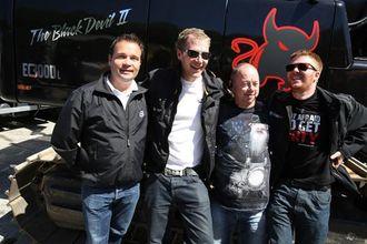 En glad gjeng. Daglig leder hos Volvo Maskin i Bergen, Espen Kråkemo (f.v.) sammen med Raymond Røskeland, Odd Fyllingslid og Øystein Bratli (alle Røskeland Maskin AS).