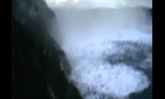 Her er kameraet oppe igjen etter å ha vært noen sekunder nede i vegetasjonen mens steinene haglet fra oven.