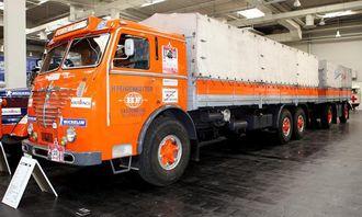Büssing 12.000 laget i 1953, med Büssing-motor som på 200 hk. Maksimal tillatt totalvekt på bil og henger er 40 tonn. Topphastighet: 63 km/t.