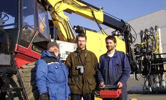 Roar Nordhagen (t.v.) og ingeniørene Eirik Bråthe og Robert Snekkevik er fornøyd med den første testen.