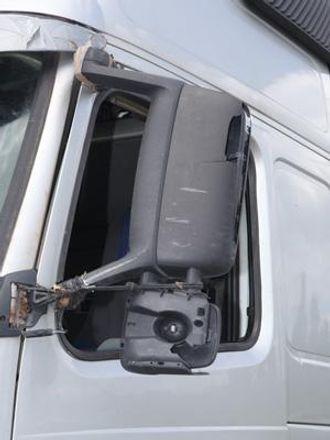 Det var mye knust plast på den bulgarsk-registrerte trekkbilen.