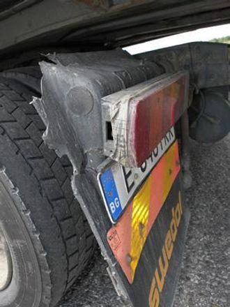 «Quick fix 2»: Tape er også en vanlig reparasjons-metode på denne Volvo-en.