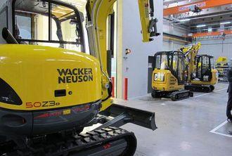 Produksjonen av Caterpillars minigravere opp til 3 tonn er kommet i gang og legger beslag på en av seks produksjonslinjer ved siden av Wacker Neusons gravere.