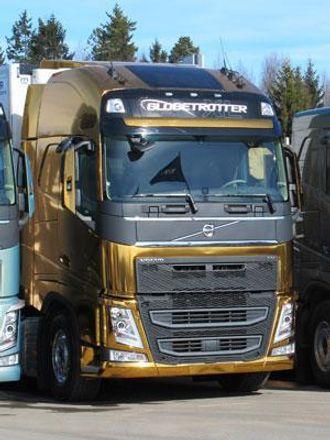 Denne gullfargede Volvo FH vil uten tvil bli lagt merke til.