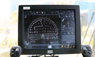 """På """"touch-skjermen"""" kan operatøren endre/lage nye boresekvenser med et fingertrykk. På skjermen fremkommer også langt flere data samlet i ett skjermbilde slik at operatøren slipper å bla i datamenyer."""