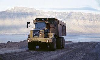 70-tonns rammestyrte dumpere er et nytt produkt fra Volvo som er utprøvd og utviklet i fellesskap i Svea. De frakter ferdig kull 7 km fra gruvegangen til depot i havna. Det er 3 70-tonnere, og i tillegg en rekke 40-tonnere. Nå testes også en Mercedes med 60 m3 kasse.