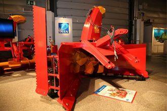 Duun Industrier var til stede på Agroteknikk med mange fresere. Denne store VF253 har seks hengslede innmaterblad og 90 cm viftediameter. Effektbehov PTO er 90kW (125hk).