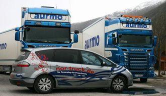 Jörg har også en egen Ford S-Max med logo og nettadresse på plass.