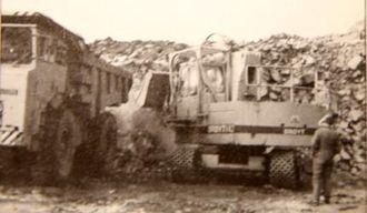 Maskinen i arbeid i bruddet hos Fjordstein.