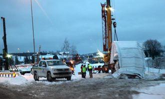 Denne tyrkiske semitraileren ble losset ved nye riksvei 22 på ettermiddagen mandag 27. januar. Byggherre på prosjektet er Statens vegvesen.