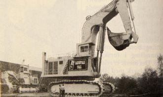 H485 som bakgraver, verdens største hydrauliske bakgraver. Denne maskinen går i en gruve i Australia.