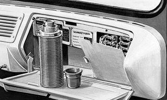 1950-tallet: Vakkert, men ikke veldig praktisk. Dashbordet består av blankt metal. Dette ser pent ut, men kunne være trafikkfarlig når sola ble reflektert i de blanke overflatene. Rattet er også pent, men ikke behagelig å kjøre langt med. Instrumentpanelet er vertikalt som i dagens lastebiler.