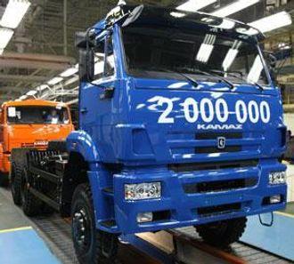 Kamaz nummer to millioner ruller av monteringsbåndet.