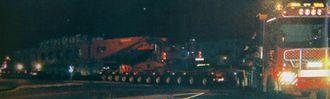 Transportene forgår oftest på natten da den øvrige trafikken er til vesentlig mindre hinder for et gigantvogntog på 72 meter og 500 tonn.