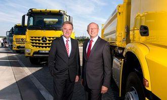 Teknisk sjefsskifte hos Daimler, Georg Weiberg (t.v) blir avløst av Sven Ennis.