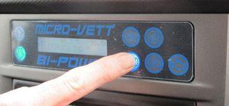Enkelt å skifte mellom el-drift og diesel-drift. - Bare sørg for at bilen står i nøytral før skift, sier Asbjørn Slørdahl, adm. direktør i importselskapet Go Green Holding AS.