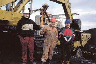 Maskinførerne er så langt fornøyd med maskinene. Fra venstre nestleder og driftsassistent, Roald Håpoldsøy, Torbjørn Halvorsen og Asbjørn Oksnes.