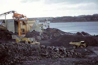 NorStone på Askøy ligger ved sjøen og 95% av produksjonen transporteres med skip.