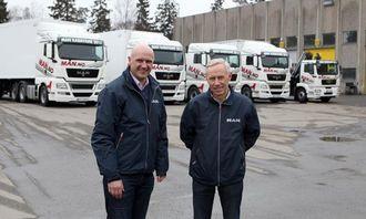 Markeds- og kommunikasjonsdirektør Pål Bergstad (t.v.)og produktsjef Arne Tvenge sender åtte MAN-biler ut på veien for å møte folket.