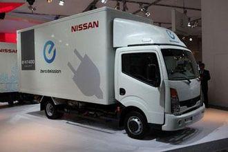 Konseptbilen e-NT400 er basert på Nissan Cabstar og benytter mye av teknologien fra Nissan Leaf.